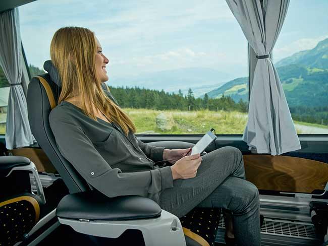 Geschäftsfrau in VIP Marti Reisebus