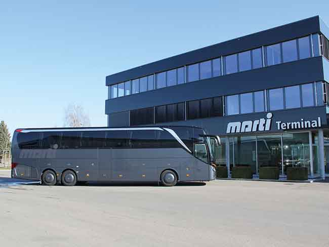 Marti Executive Business Class vor Car Terminal in Kallnach