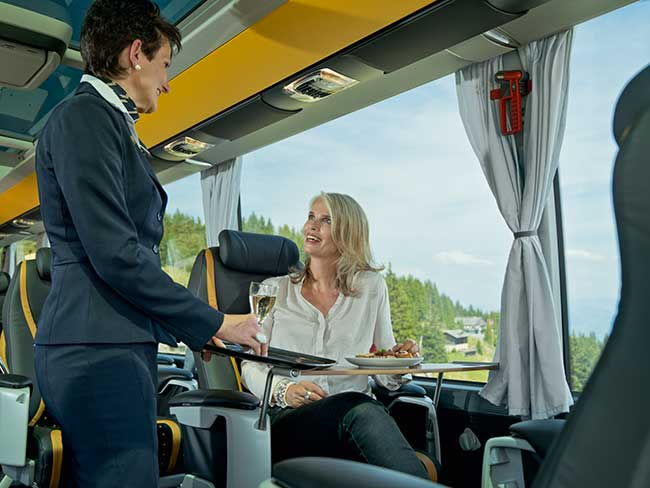 Champagnerservice im VIP Reisebus