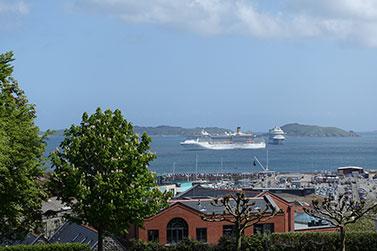 Guernsey,-4