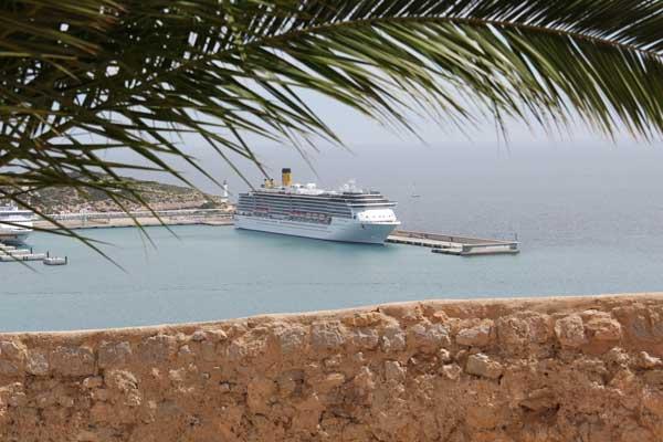 Costa Mediterranea im Hafen während Marti Kreuzfahrt