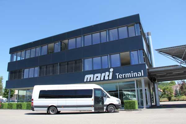 Marti Minibus 15 Plätzer vor Car Terminal