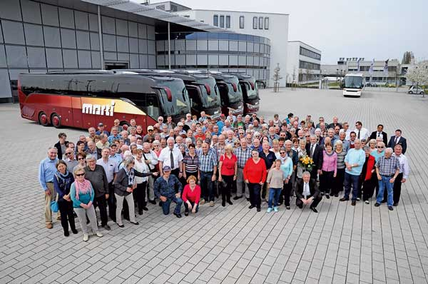 Reisegruppe vor Marti Cars in Ulm