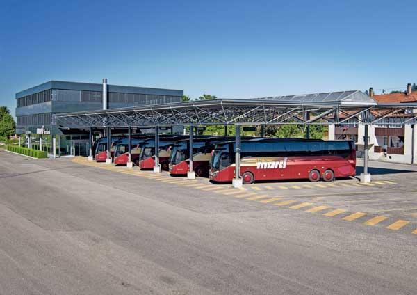 Reisebusse in Marti Car Terminal in Kallnach