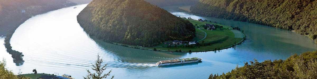 Flussschiff auf Rhein