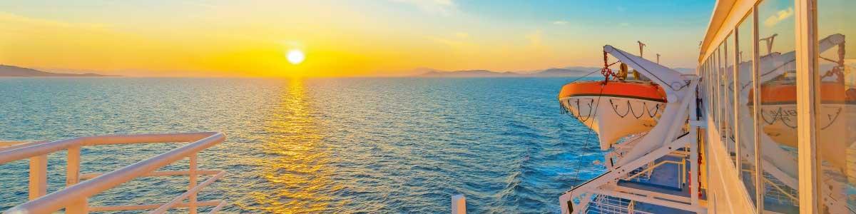 Sonnenuntergang während Marti Kreuzfahrt