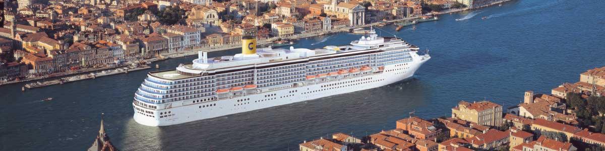 Costa Kreuzfahrtschiff in Venedig