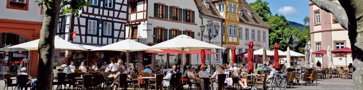 Stadtplatz in einer Stadt in Deutschland auf Marti Rundreise