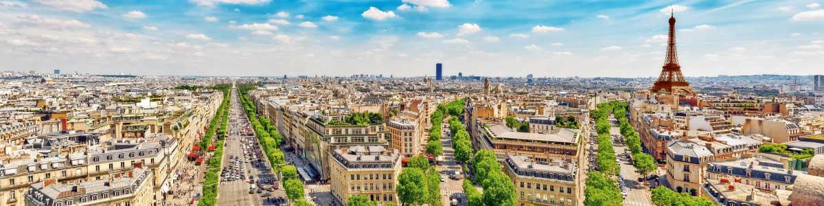 Blick auf Paris mit Eiffelturm während Marti Rundreise