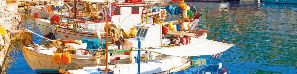 Fischerhafen mit Booten in Griechenland