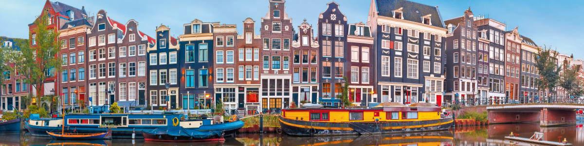 Hauser in Amsterdam während Marti Rundreise