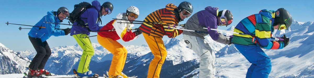 Skifahrer in Skiferien im Tirol