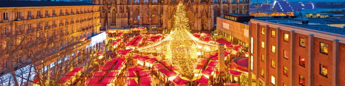 Weihnachtsmarkt auf einem Platz in Deutschland oder Frankreich