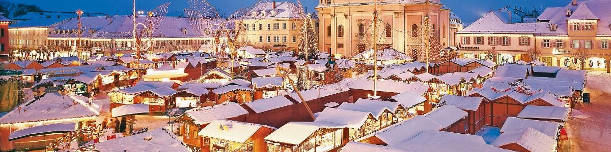 Weihnachtsmarktstände in Deutschland oder Frankreich