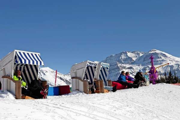 Alpenpanorama im Winter auf Skipiste